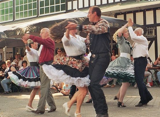 Square dance and the illusion of people fungibility